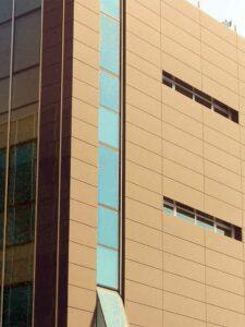 Facciate easy look, Easy Lock, pannello lineare, rivestimento facciata, facciata in metallo, facciata in lamiera stirata, facciata in lamiera cieca