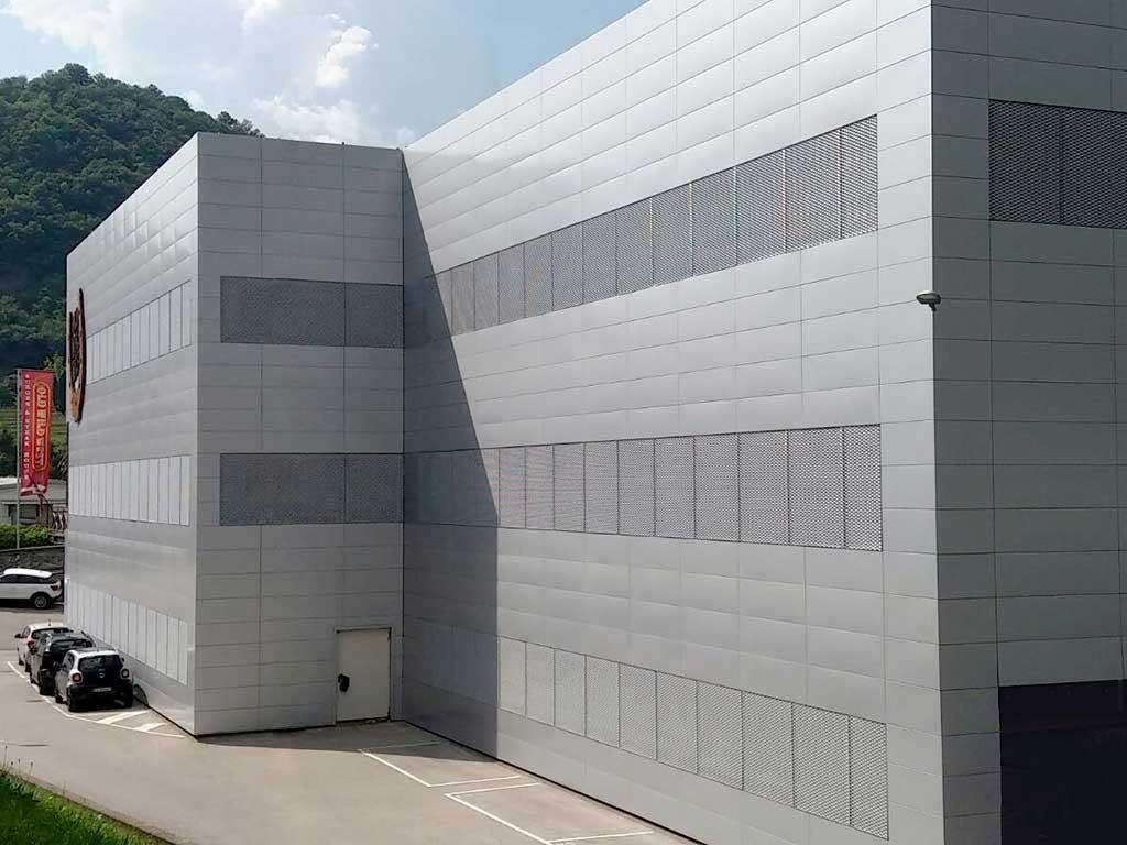 Rivestimento metallico in alluminio, sistema Easy Look, rivestimento metallico di facciata, rivestimento di facciata, facciate easy lock, sistema a parete